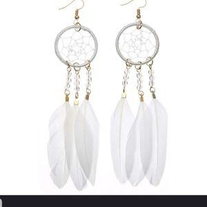 OMG!! Very Cute WindCatcher earrings in WHITE